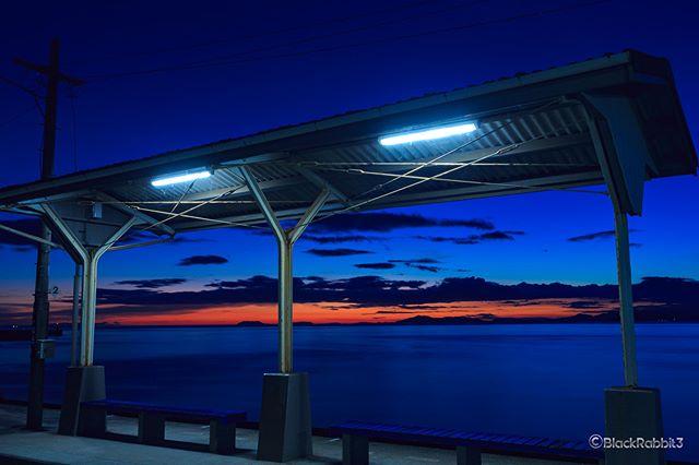 日本一海に近いメタルな駅